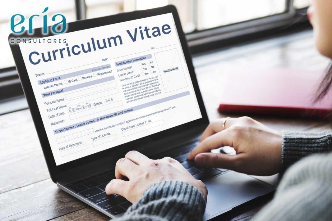 Foto de Multas por no contestar a un Curriculum Vitae